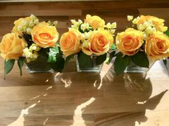 MODERN SET OF 3 YELLOW ROSE & BERRIES GLASS CUBE ARRANGEMENTS