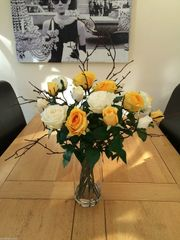BEAUTIFUL LARGE ARRANGEMENT YELLOW / CREAM ROSES & TWIGS IN GLASS VASE WITH WATER