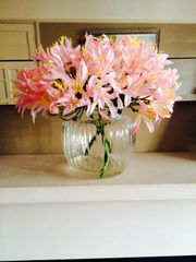 BEAUTIFUL PINK AGAPANTHUS ARTIFICIAL FLOWER ARRANGEMENT IN GLASS VASE WITH WATER