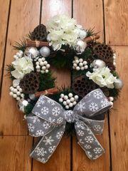 LUXURY HANDMADE 16 INCH WHITE & GREY CHRISTMAS DOOR WREATH - SILK HYDRANGEAS, CINNAMON BUNDLES, LOTUS HEADS