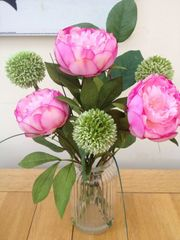 PEONY & ALLIUM ARTIFICIAL FLOWER ARRANGEMENT & WATER IN RETRO GLASS VASE