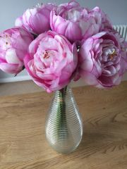 BEAUTIFUL SORBET PINK PEONY RIBBED VASE ARRANGEMENT SET IN WATER