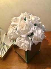 BEAUTIFUL IVORY GLITTER ROSE CLUSTER ARRANGEMENT IN MIRROR CUBE