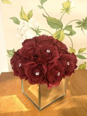 BEAUTIFUL BURGUNDY ROSE FLOWER DIAMANTE ARRANGEMENT MIRROR CUBE