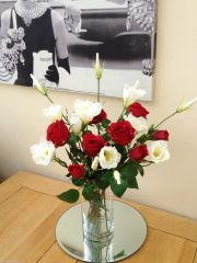 RED ROSES & IVORY LISIANTHUS LUXURY ARTIFICIAL GLASS VASE FLOWER ARRANGEMENT IN WATER