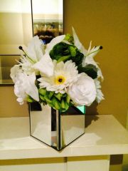 LUXURY LARGE ROSE, HYDRANGEA & LILY ARTIFICIAL FLOWER ARRANGEMENT IN MIRROR CUBE