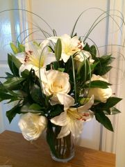 LARGE IVORY/CREAM ROSE, LILY & BAY FOLIAGE VASE ARRANGEMENT SET IN WATER