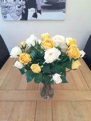 LARGE YELLOW & CREAM ROSES VASE ARRANGEMENT WITH FOLIAGE IN WATER