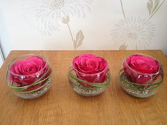 MODERN SET OF 3 PINK ROSE & GRASS ARTIFICIAL FLOWER ARRANGEMENTS IN GLASS BOWLS
