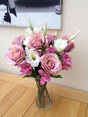 VINTAGE STYLE ROSE, ALSTROMERIA & LISIANTHUS LILAC/PINK/IVORY GLASS VASE ARRANGEMENT IN WATER