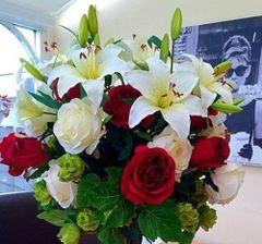 EXTRA LARGE DELUXE HAND TIED BOUQUET ROSE, LILY & HOPS SPRAY. WITHOUT VASE