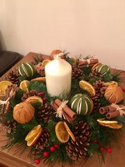 LUXURY HANDMADE 16 INCH TABLE WREATH ARRANGEMENT WITH CANDLE- SCENTED MIXED DRIED FRUIT, CINNAMON BUNDLES & BERRIES