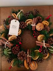 LUXURY HANDMADE 16 INCH CHRISTMAS DOOR WREATH - MIXED DRIED FRUIT, CINNAMON BUNDLES & BERRIES