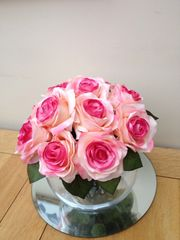 LARGE GLASS FISH BOWL ARRANGEMENT, CLUSTER OF 2-TONE PINK SILK ROSES SET IN WATER