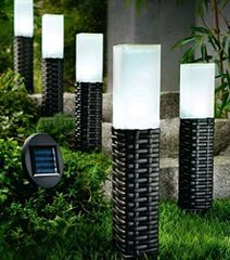 Hand-woven Rattan Bollard Solar Pathway Decoration Stake Lights