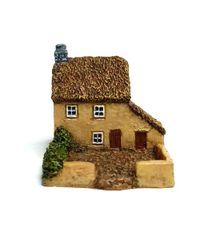 (6mm) Thatched Cottage (6B012)