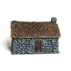 (10mm) Thatched Croft (10B016)