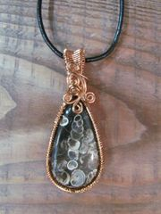 HANDMADE COPPER TURTUELLA FOSSIL STONE NECKLACE