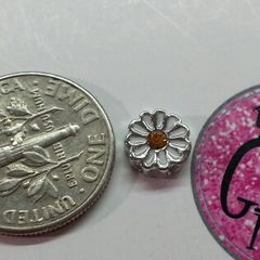 Charm #FL92 - White Flower (1piece)(perfect for nails, or living & floating lockets)