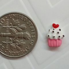 Charm #27 - Cupcake with a heart (Perfect For Floating Lockets,, Nail Decoration & Crafts)