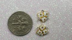 3D Flower #11 White Metal Flower Cluster (pack of 2)