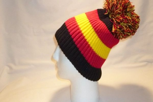 bc3c2a4d705 To Spain And Black -Black Red And Yellow Fleece Bobble Hat Beanie ...