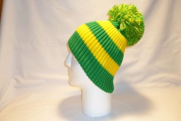 The Canary Frog - Green And Yellow Fleece Lined Bobble Hat Beanie ... cd94c68e4b0