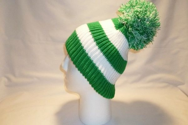 The Celtic Irish - Green And White Fleece Lined Bobble Hat Beanie ... e7500845530