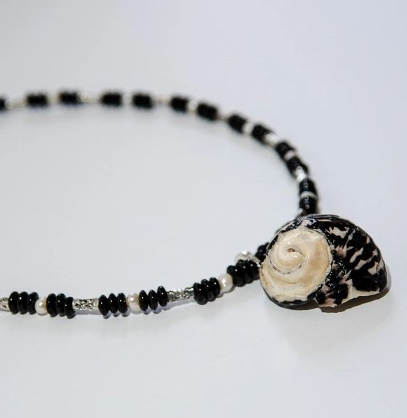 Make Your Own Seashell Jewelry: West Indian Top Seashell Necklace