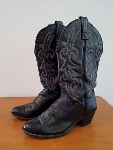56634b1cd4e Black Leather Western Style Cowboy Boots