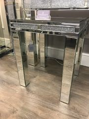 Beautiful Crystal crackle diamond crush and mirror side/lamp table