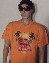 Gildan 2000 Ultra Cotton tee in Large with Beach Lover screen printed heat transfer.