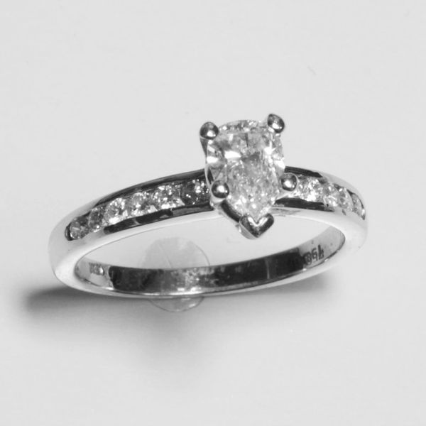 18K White Gold Pear Diamond Ring