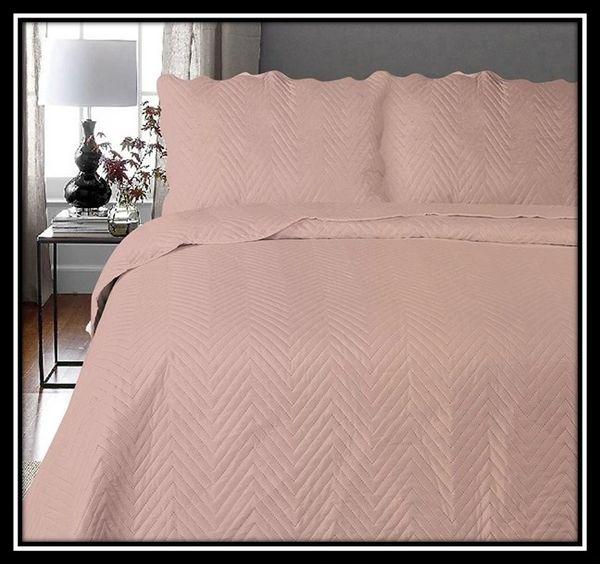 Arcade pink 3 piece bedspread