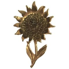 1940's Exquisite Sunflower Brooch. Finely Crafted With Three Dimensional Flower