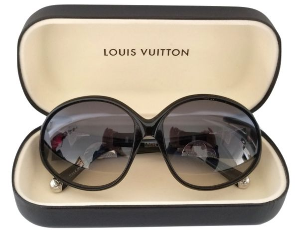 848dc181aac8 Vintage Paris Designs has no affiliation with Louis Vuitton or any designer  featured by Vintage Paris Designs. Vintage Paris Designs is a Luxury Resale  ...