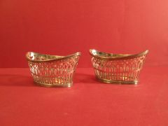 Pair sterling silver baskets with reticulated sides and bead border, London, 1899 by W. Comyns.