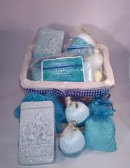 Medium Gift Set with Wicker Basket