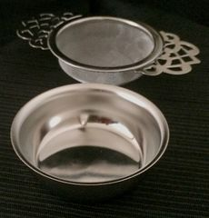 TEA STRAINER WITH DRIP BOWL (EMPRESS TEA ROOM DESIGN)