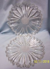 SNACK/LUNCHEON PLATES: Vintage Set of (4) DAISY Clear Glass Snack/Luncheon Plates by Hazel-Atlas