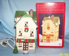 DICKENS CHRISTMAS VILLAGE 1992 Dickens Lighted Porcelain CHRISTMAS VILLAGE TAVERN