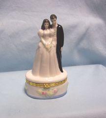 BRIDE & GROOM FIGURINE: Enesco Bride and Groom Porcelain Figurine on Ring Holder Base