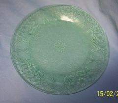 "SALAD PLATE: Vintage Indiana Glass Salad Plate; Pattern Horseshoe; Green Depression Glass; 8 3/8"" Diameter"
