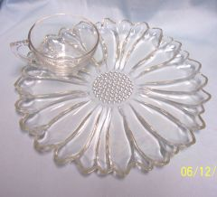 Vintage Set of (4) Clear Glass Snack/Luncheon Plates & Cups DAISY by Hazel-Atlas