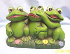 """COLLECTIBLE FIGURINE: Three Whimsical Frogs Figurine Setting Together on the Grass; 5 1/2"""" Tall"""