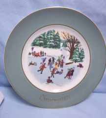 "DECORATIVE PLATE: Avon Collectible Plate ""Christmas 1975"" by Enoch Wedgwood England 4th Edition"