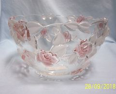 GLASS BOWL: Mikasa Bella Rosa Large Glass Bowl with Raised Pink Roses Frosted Leaves Germany