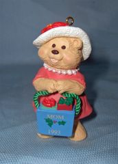 CHRISTMAS ORNAMENT - 1993 HALLMARK Keepsake Christmas ORNAMENT - MOM