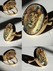 Lion Premium Gold Ring Selfie