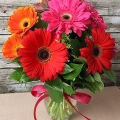 "Valentine's ""Gerbera Daisy "" Vase"